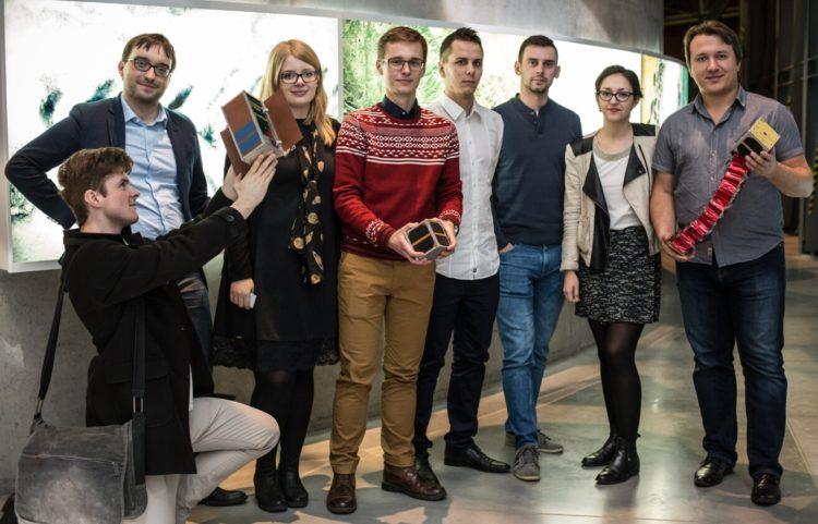 Inżynierowie i studenci pracujący nad PW-Satem i PW-Satem2. Fot. Adam Kozak