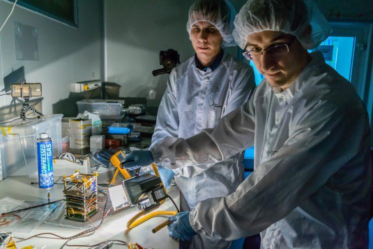 Testy paneli słonecznych PW-Sata2